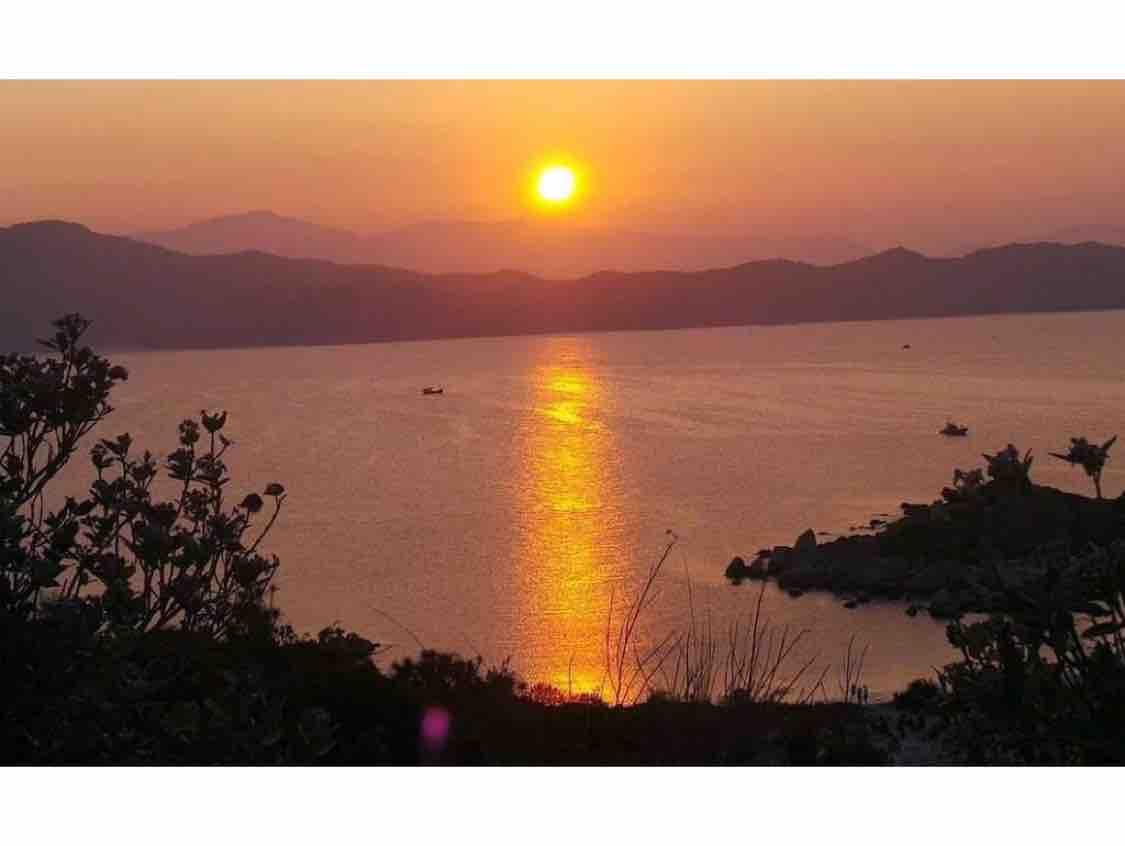 Chiều Biển Vắng Thênh Thang .